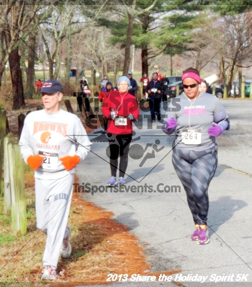 Share the Holiday Spirit 5K<br><br><br><br><a href='http://www.trisportsevents.com/pics/056.JPG' download='056.JPG'>Click here to download.</a><Br><a href='http://www.facebook.com/sharer.php?u=http:%2F%2Fwww.trisportsevents.com%2Fpics%2F056.JPG&t=Share the Holiday Spirit 5K' target='_blank'><img src='images/fb_share.png' width='100'></a>