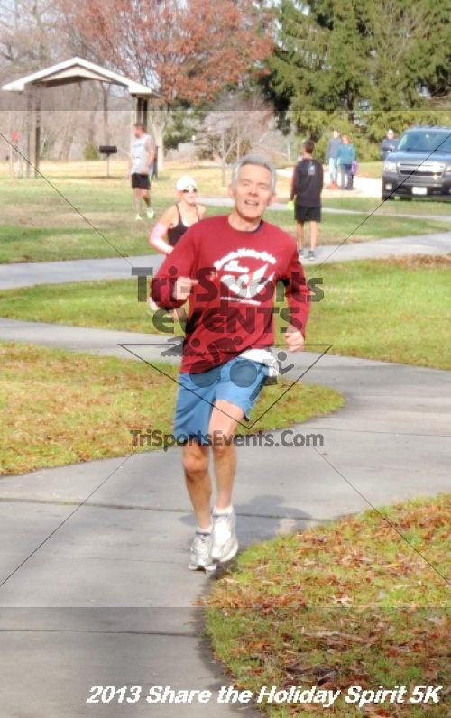 Share the Holiday Spirit 5K<br><br><br><br><a href='http://www.trisportsevents.com/pics/098.JPG' download='098.JPG'>Click here to download.</a><Br><a href='http://www.facebook.com/sharer.php?u=http:%2F%2Fwww.trisportsevents.com%2Fpics%2F098.JPG&t=Share the Holiday Spirit 5K' target='_blank'><img src='images/fb_share.png' width='100'></a>