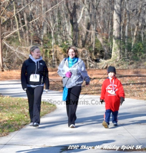 Share the Holiday Spirit 5K In Memory of Laura Gondeck<br><br><br><br><a href='http://www.trisportsevents.com/pics/10_Holiday_Spirit_I_062.JPG' download='10_Holiday_Spirit_I_062.JPG'>Click here to download.</a><Br><a href='http://www.facebook.com/sharer.php?u=http:%2F%2Fwww.trisportsevents.com%2Fpics%2F10_Holiday_Spirit_I_062.JPG&t=Share the Holiday Spirit 5K In Memory of Laura Gondeck' target='_blank'><img src='images/fb_share.png' width='100'></a>