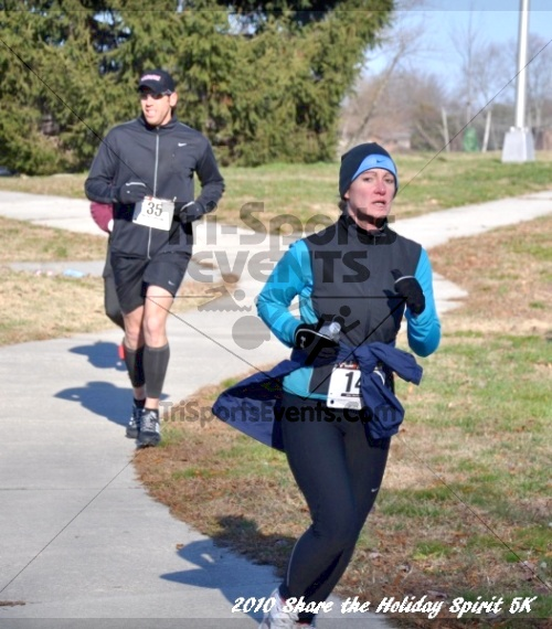 Share the Holiday Spirit 5K In Memory of Laura Gondeck<br><br><br><br><a href='http://www.trisportsevents.com/pics/10_Holiday_Spirit_I_075.JPG' download='10_Holiday_Spirit_I_075.JPG'>Click here to download.</a><Br><a href='http://www.facebook.com/sharer.php?u=http:%2F%2Fwww.trisportsevents.com%2Fpics%2F10_Holiday_Spirit_I_075.JPG&t=Share the Holiday Spirit 5K In Memory of Laura Gondeck' target='_blank'><img src='images/fb_share.png' width='100'></a>