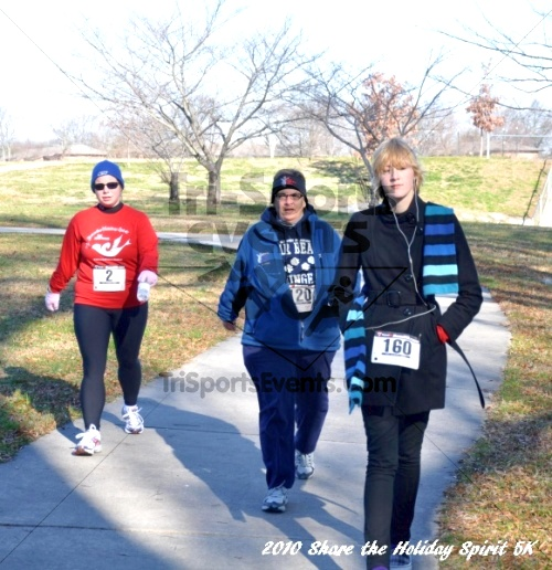 Share the Holiday Spirit 5K In Memory of Laura Gondeck<br><br><br><br><a href='http://www.trisportsevents.com/pics/10_Holiday_Spirit_I_113.JPG' download='10_Holiday_Spirit_I_113.JPG'>Click here to download.</a><Br><a href='http://www.facebook.com/sharer.php?u=http:%2F%2Fwww.trisportsevents.com%2Fpics%2F10_Holiday_Spirit_I_113.JPG&t=Share the Holiday Spirit 5K In Memory of Laura Gondeck' target='_blank'><img src='images/fb_share.png' width='100'></a>
