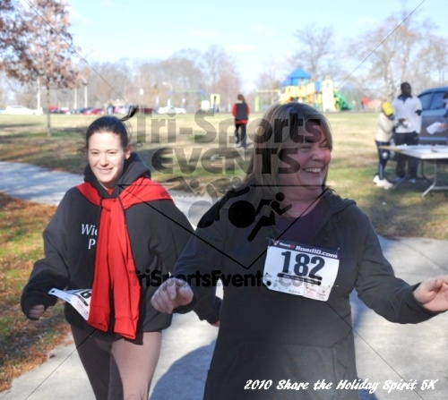 Share the Holiday Spirit 5K In Memory of Laura Gondeck<br><br><br><br><a href='http://www.trisportsevents.com/pics/10_Holiday_Spirit_I_136.JPG' download='10_Holiday_Spirit_I_136.JPG'>Click here to download.</a><Br><a href='http://www.facebook.com/sharer.php?u=http:%2F%2Fwww.trisportsevents.com%2Fpics%2F10_Holiday_Spirit_I_136.JPG&t=Share the Holiday Spirit 5K In Memory of Laura Gondeck' target='_blank'><img src='images/fb_share.png' width='100'></a>