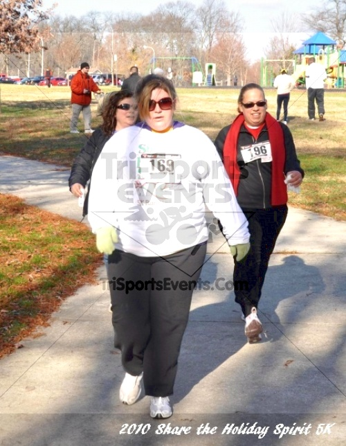 Share the Holiday Spirit 5K In Memory of Laura Gondeck<br><br><br><br><a href='http://www.trisportsevents.com/pics/10_Holiday_Spirit_I_138.JPG' download='10_Holiday_Spirit_I_138.JPG'>Click here to download.</a><Br><a href='http://www.facebook.com/sharer.php?u=http:%2F%2Fwww.trisportsevents.com%2Fpics%2F10_Holiday_Spirit_I_138.JPG&t=Share the Holiday Spirit 5K In Memory of Laura Gondeck' target='_blank'><img src='images/fb_share.png' width='100'></a>
