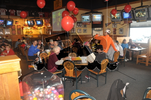 Participants enjoyed the after race party at Buffalo Wild Wings in Dover<br><br><br><br><a href='https://www.trisportsevents.com/pics/10_Wellness_Resolution_090.jpg' download='10_Wellness_Resolution_090.jpg'>Click here to download.</a><Br><a href='http://www.facebook.com/sharer.php?u=http:%2F%2Fwww.trisportsevents.com%2Fpics%2F10_Wellness_Resolution_090.jpg&t=Participants enjoyed the after race party at Buffalo Wild Wings in Dover' target='_blank'><img src='images/fb_share.png' width='100'></a>