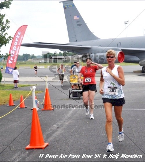 2nd Dover Air Force Base 5K & Half Marathon<br><br><br><br><a href='https://www.trisportsevents.com/pics/11_DAFB_5K_&_Half_Marathon_063.JPG' download='11_DAFB_5K_&_Half_Marathon_063.JPG'>Click here to download.</a><Br><a href='http://www.facebook.com/sharer.php?u=http:%2F%2Fwww.trisportsevents.com%2Fpics%2F11_DAFB_5K_&_Half_Marathon_063.JPG&t=2nd Dover Air Force Base 5K & Half Marathon' target='_blank'><img src='images/fb_share.png' width='100'></a>