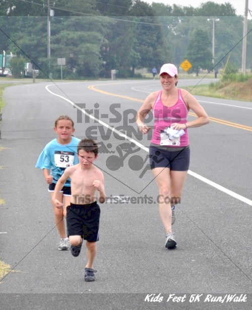 Kids Fest Be Great 5K Run/Walk<br><br><br><br><a href='https://www.trisportsevents.com/pics/11_Kids_Fest_5K_066.JPG' download='11_Kids_Fest_5K_066.JPG'>Click here to download.</a><Br><a href='http://www.facebook.com/sharer.php?u=http:%2F%2Fwww.trisportsevents.com%2Fpics%2F11_Kids_Fest_5K_066.JPG&t=Kids Fest Be Great 5K Run/Walk' target='_blank'><img src='images/fb_share.png' width='100'></a>