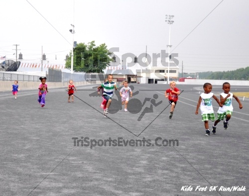 Kids Fest Be Great 5K Run/Walk<br><br><br><br><a href='https://www.trisportsevents.com/pics/11_Kids_Fest_5K_083.JPG' download='11_Kids_Fest_5K_083.JPG'>Click here to download.</a><Br><a href='http://www.facebook.com/sharer.php?u=http:%2F%2Fwww.trisportsevents.com%2Fpics%2F11_Kids_Fest_5K_083.JPG&t=Kids Fest Be Great 5K Run/Walk' target='_blank'><img src='images/fb_share.png' width='100'></a>