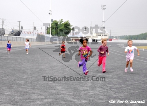 Kids Fest Be Great 5K Run/Walk<br><br><br><br><a href='https://www.trisportsevents.com/pics/11_Kids_Fest_5K_084.JPG' download='11_Kids_Fest_5K_084.JPG'>Click here to download.</a><Br><a href='http://www.facebook.com/sharer.php?u=http:%2F%2Fwww.trisportsevents.com%2Fpics%2F11_Kids_Fest_5K_084.JPG&t=Kids Fest Be Great 5K Run/Walk' target='_blank'><img src='images/fb_share.png' width='100'></a>