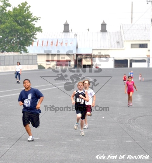 Kids Fest Be Great 5K Run/Walk<br><br><br><br><a href='https://www.trisportsevents.com/pics/11_Kids_Fest_5K_089.JPG' download='11_Kids_Fest_5K_089.JPG'>Click here to download.</a><Br><a href='http://www.facebook.com/sharer.php?u=http:%2F%2Fwww.trisportsevents.com%2Fpics%2F11_Kids_Fest_5K_089.JPG&t=Kids Fest Be Great 5K Run/Walk' target='_blank'><img src='images/fb_share.png' width='100'></a>
