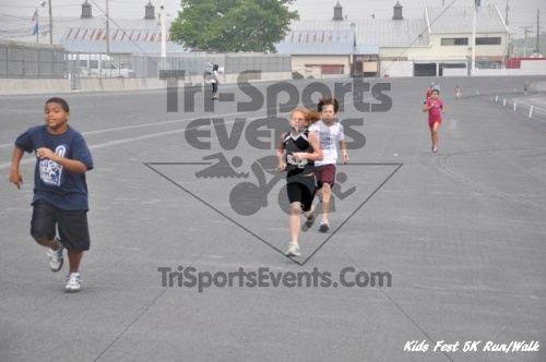 Kids Fest Be Great 5K Run/Walk<br><br><br><br><a href='http://www.trisportsevents.com/pics/11_Kids_Fest_5K_090.JPG' download='11_Kids_Fest_5K_090.JPG'>Click here to download.</a><Br><a href='http://www.facebook.com/sharer.php?u=http:%2F%2Fwww.trisportsevents.com%2Fpics%2F11_Kids_Fest_5K_090.JPG&t=Kids Fest Be Great 5K Run/Walk' target='_blank'><img src='images/fb_share.png' width='100'></a>