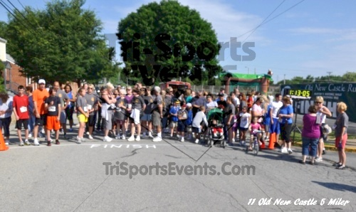 28th Old New Castle 5 Mile Run<br><br><br><br><a href='https://www.trisportsevents.com/pics/11_New_Castle_5_Miler_188.JPG' download='11_New_Castle_5_Miler_188.JPG'>Click here to download.</a><Br><a href='http://www.facebook.com/sharer.php?u=http:%2F%2Fwww.trisportsevents.com%2Fpics%2F11_New_Castle_5_Miler_188.JPG&t=28th Old New Castle 5 Mile Run' target='_blank'><img src='images/fb_share.png' width='100'></a>