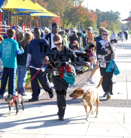 3rd PAWS for People Wag-n-Walk &5K Run<br><br><br><br><a href='http://www.trisportsevents.com/pics/11_PAWS_5K_132.JPG' download='11_PAWS_5K_132.JPG'>Click here to download.</a><Br><a href='http://www.facebook.com/sharer.php?u=http:%2F%2Fwww.trisportsevents.com%2Fpics%2F11_PAWS_5K_132.JPG&t=3rd PAWS for People Wag-n-Walk &5K Run' target='_blank'><img src='images/fb_share.png' width='100'></a>