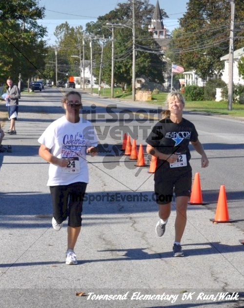 Just Wing It Thunderbird 5K Run/Walk<br><br><br><br><a href='http://www.trisportsevents.com/pics/11_Townsend_5K_140.JPG' download='11_Townsend_5K_140.JPG'>Click here to download.</a><Br><a href='http://www.facebook.com/sharer.php?u=http:%2F%2Fwww.trisportsevents.com%2Fpics%2F11_Townsend_5K_140.JPG&t=Just Wing It Thunderbird 5K Run/Walk' target='_blank'><img src='images/fb_share.png' width='100'></a>
