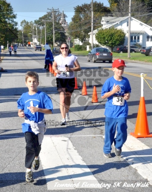 Just Wing It Thunderbird 5K Run/Walk<br><br><br><br><a href='http://www.trisportsevents.com/pics/11_Townsend_5K_142.JPG' download='11_Townsend_5K_142.JPG'>Click here to download.</a><Br><a href='http://www.facebook.com/sharer.php?u=http:%2F%2Fwww.trisportsevents.com%2Fpics%2F11_Townsend_5K_142.JPG&t=Just Wing It Thunderbird 5K Run/Walk' target='_blank'><img src='images/fb_share.png' width='100'></a>