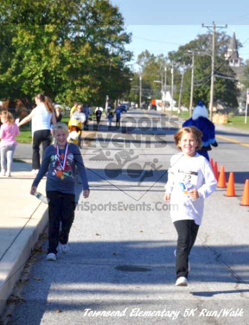 Just Wing It Thunderbird 5K Run/Walk<br><br><br><br><a href='http://www.trisportsevents.com/pics/11_Townsend_5K_153.JPG' download='11_Townsend_5K_153.JPG'>Click here to download.</a><Br><a href='http://www.facebook.com/sharer.php?u=http:%2F%2Fwww.trisportsevents.com%2Fpics%2F11_Townsend_5K_153.JPG&t=Just Wing It Thunderbird 5K Run/Walk' target='_blank'><img src='images/fb_share.png' width='100'></a>