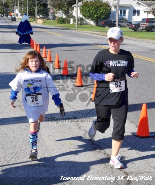 Just Wing It Thunderbird 5K Run/Walk<br><br><br><br><a href='http://www.trisportsevents.com/pics/11_Townsend_5K_154.JPG' download='11_Townsend_5K_154.JPG'>Click here to download.</a><Br><a href='http://www.facebook.com/sharer.php?u=http:%2F%2Fwww.trisportsevents.com%2Fpics%2F11_Townsend_5K_154.JPG&t=Just Wing It Thunderbird 5K Run/Walk' target='_blank'><img src='images/fb_share.png' width='100'></a>