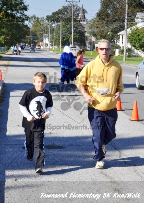 Just Wing It Thunderbird 5K Run/Walk<br><br><br><br><a href='https://www.trisportsevents.com/pics/11_Townsend_5K_166.JPG' download='11_Townsend_5K_166.JPG'>Click here to download.</a><Br><a href='http://www.facebook.com/sharer.php?u=http:%2F%2Fwww.trisportsevents.com%2Fpics%2F11_Townsend_5K_166.JPG&t=Just Wing It Thunderbird 5K Run/Walk' target='_blank'><img src='images/fb_share.png' width='100'></a>