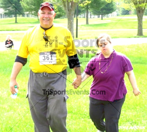 Arc 5K Run/Walk<br><br><br><br><a href='http://www.trisportsevents.com/pics/12_ARC_5K_152.JPG' download='12_ARC_5K_152.JPG'>Click here to download.</a><Br><a href='http://www.facebook.com/sharer.php?u=http:%2F%2Fwww.trisportsevents.com%2Fpics%2F12_ARC_5K_152.JPG&t=Arc 5K Run/Walk' target='_blank'><img src='images/fb_share.png' width='100'></a>