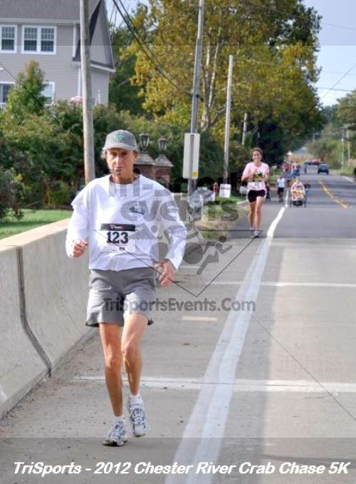 Chester River Crab Chase 5K<br><br><br><br><a href='http://www.trisportsevents.com/pics/12_Chester_River_Crab_Chase_5K_079.JPG' download='12_Chester_River_Crab_Chase_5K_079.JPG'>Click here to download.</a><Br><a href='http://www.facebook.com/sharer.php?u=http:%2F%2Fwww.trisportsevents.com%2Fpics%2F12_Chester_River_Crab_Chase_5K_079.JPG&t=Chester River Crab Chase 5K' target='_blank'><img src='images/fb_share.png' width='100'></a>