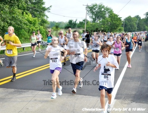 Chestertown Tea Party 10 Mile Run<br><br><br><br><a href='https://www.trisportsevents.com/pics/12_Chestertown_5K-10_Miler_032.JPG' download='12_Chestertown_5K-10_Miler_032.JPG'>Click here to download.</a><Br><a href='http://www.facebook.com/sharer.php?u=http:%2F%2Fwww.trisportsevents.com%2Fpics%2F12_Chestertown_5K-10_Miler_032.JPG&t=Chestertown Tea Party 10 Mile Run' target='_blank'><img src='images/fb_share.png' width='100'></a>