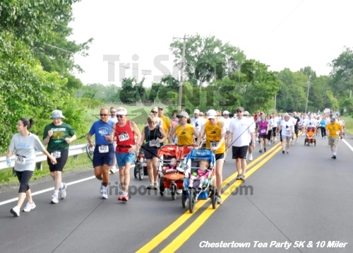 Chestertown Tea Party 10 Mile Run<br><br><br><br><a href='http://www.trisportsevents.com/pics/12_Chestertown_5K-10_Miler_068.JPG' download='12_Chestertown_5K-10_Miler_068.JPG'>Click here to download.</a><Br><a href='http://www.facebook.com/sharer.php?u=http:%2F%2Fwww.trisportsevents.com%2Fpics%2F12_Chestertown_5K-10_Miler_068.JPG&t=Chestertown Tea Party 10 Mile Run' target='_blank'><img src='images/fb_share.png' width='100'></a>