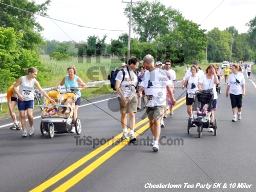 Chestertown Tea Party 10 Mile Run<br><br><br><br><a href='https://www.trisportsevents.com/pics/12_Chestertown_5K-10_Miler_077.JPG' download='12_Chestertown_5K-10_Miler_077.JPG'>Click here to download.</a><Br><a href='http://www.facebook.com/sharer.php?u=http:%2F%2Fwww.trisportsevents.com%2Fpics%2F12_Chestertown_5K-10_Miler_077.JPG&t=Chestertown Tea Party 10 Mile Run' target='_blank'><img src='images/fb_share.png' width='100'></a>