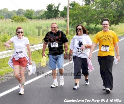 Chestertown Tea Party 10 Mile Run<br><br><br><br><a href='https://www.trisportsevents.com/pics/12_Chestertown_5K-10_Miler_081.JPG' download='12_Chestertown_5K-10_Miler_081.JPG'>Click here to download.</a><Br><a href='http://www.facebook.com/sharer.php?u=http:%2F%2Fwww.trisportsevents.com%2Fpics%2F12_Chestertown_5K-10_Miler_081.JPG&t=Chestertown Tea Party 10 Mile Run' target='_blank'><img src='images/fb_share.png' width='100'></a>