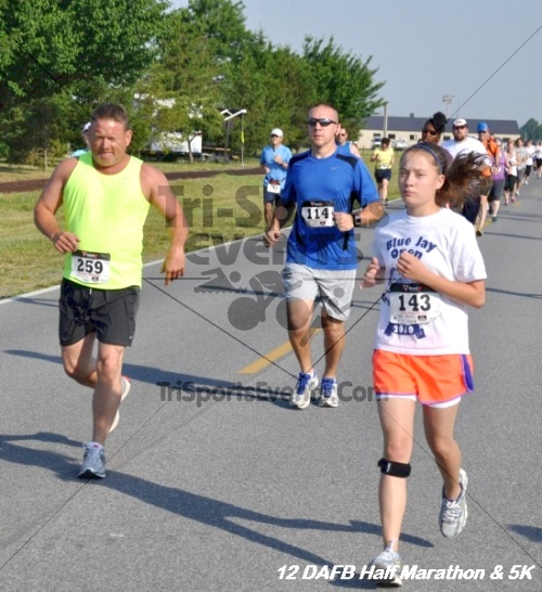 Dover Air Force Base Heritage Half Marathon & 5K<br><br><br><br><a href='http://www.trisportsevents.com/pics/12_DAFB_Half_&_5K_038.JPG' download='12_DAFB_Half_&_5K_038.JPG'>Click here to download.</a><Br><a href='http://www.facebook.com/sharer.php?u=http:%2F%2Fwww.trisportsevents.com%2Fpics%2F12_DAFB_Half_&_5K_038.JPG&t=Dover Air Force Base Heritage Half Marathon & 5K' target='_blank'><img src='images/fb_share.png' width='100'></a>