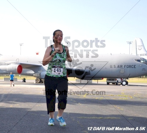Dover Air Force Base Heritage Half Marathon & 5K<br><br><br><br><a href='http://www.trisportsevents.com/pics/12_DAFB_Half_&_5K_087.JPG' download='12_DAFB_Half_&_5K_087.JPG'>Click here to download.</a><Br><a href='http://www.facebook.com/sharer.php?u=http:%2F%2Fwww.trisportsevents.com%2Fpics%2F12_DAFB_Half_&_5K_087.JPG&t=Dover Air Force Base Heritage Half Marathon & 5K' target='_blank'><img src='images/fb_share.png' width='100'></a>