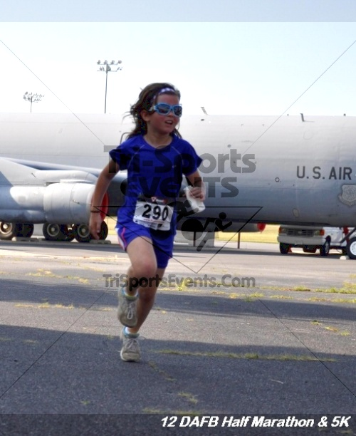 Dover Air Force Base Heritage Half Marathon & 5K<br><br><br><br><a href='https://www.trisportsevents.com/pics/12_DAFB_Half_&_5K_106.JPG' download='12_DAFB_Half_&_5K_106.JPG'>Click here to download.</a><Br><a href='http://www.facebook.com/sharer.php?u=http:%2F%2Fwww.trisportsevents.com%2Fpics%2F12_DAFB_Half_&_5K_106.JPG&t=Dover Air Force Base Heritage Half Marathon & 5K' target='_blank'><img src='images/fb_share.png' width='100'></a>