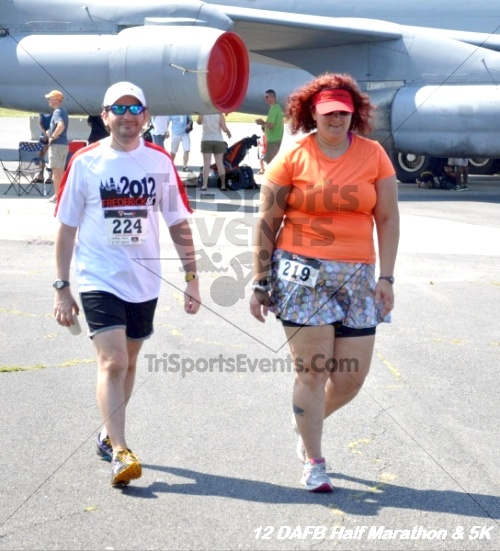Dover Air Force Base Heritage Half Marathon & 5K<br><br><br><br><a href='http://www.trisportsevents.com/pics/12_DAFB_Half_&_5K_273.JPG' download='12_DAFB_Half_&_5K_273.JPG'>Click here to download.</a><Br><a href='http://www.facebook.com/sharer.php?u=http:%2F%2Fwww.trisportsevents.com%2Fpics%2F12_DAFB_Half_&_5K_273.JPG&t=Dover Air Force Base Heritage Half Marathon & 5K' target='_blank'><img src='images/fb_share.png' width='100'></a>