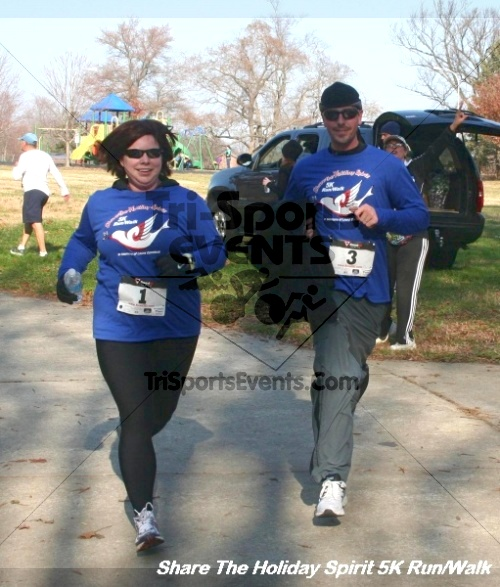 Share The Holiday Spirit 5K Run/Walk<br><br><br><br><a href='http://www.trisportsevents.com/pics/12_Hoilday_Spirit_5K_098.JPG' download='12_Hoilday_Spirit_5K_098.JPG'>Click here to download.</a><Br><a href='http://www.facebook.com/sharer.php?u=http:%2F%2Fwww.trisportsevents.com%2Fpics%2F12_Hoilday_Spirit_5K_098.JPG&t=Share The Holiday Spirit 5K Run/Walk' target='_blank'><img src='images/fb_share.png' width='100'></a>