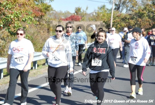 Queen of the Roses 5K Run/Walk<br><br><br><br><a href='https://www.trisportsevents.com/pics/12_Queen_of_Roses_5K_055.JPG' download='12_Queen_of_Roses_5K_055.JPG'>Click here to download.</a><Br><a href='http://www.facebook.com/sharer.php?u=http:%2F%2Fwww.trisportsevents.com%2Fpics%2F12_Queen_of_Roses_5K_055.JPG&t=Queen of the Roses 5K Run/Walk' target='_blank'><img src='images/fb_share.png' width='100'></a>