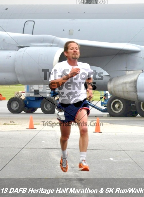 4th Dover Air Force Base Half Marathon<br><br><br><br><a href='http://www.trisportsevents.com/pics/13_DAFB_Heritage_Half_Marathon_&_5K_101.JPG' download='13_DAFB_Heritage_Half_Marathon_&_5K_101.JPG'>Click here to download.</a><Br><a href='http://www.facebook.com/sharer.php?u=http:%2F%2Fwww.trisportsevents.com%2Fpics%2F13_DAFB_Heritage_Half_Marathon_&_5K_101.JPG&t=4th Dover Air Force Base Half Marathon' target='_blank'><img src='images/fb_share.png' width='100'></a>