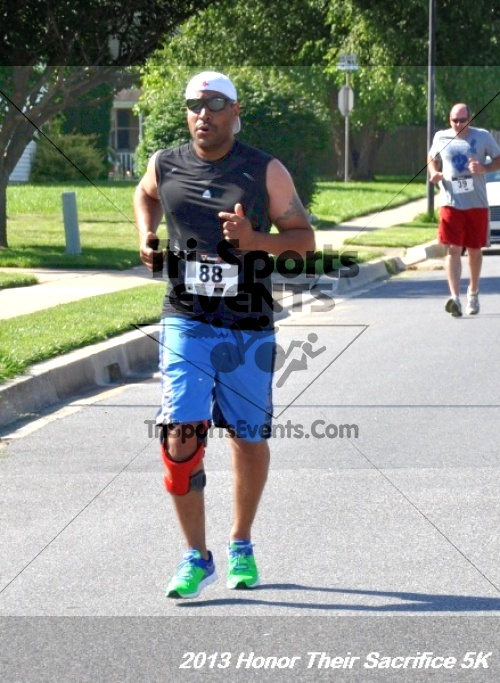 Honor Their Sacrifice 5K - Wounded Warrior Project<br><br><br><br><a href='http://www.trisportsevents.com/pics/13_Elks_5K_095.JPG' download='13_Elks_5K_095.JPG'>Click here to download.</a><Br><a href='http://www.facebook.com/sharer.php?u=http:%2F%2Fwww.trisportsevents.com%2Fpics%2F13_Elks_5K_095.JPG&t=Honor Their Sacrifice 5K - Wounded Warrior Project' target='_blank'><img src='images/fb_share.png' width='100'></a>
