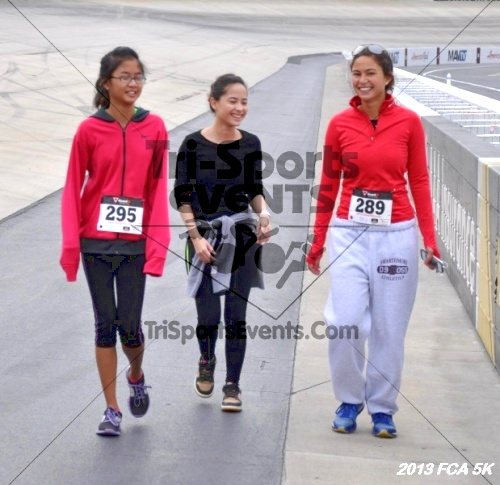 FCA 5K Run/Walk<br><br><br><br><a href='http://www.trisportsevents.com/pics/13_FCA_5K_163.JPG' download='13_FCA_5K_163.JPG'>Click here to download.</a><Br><a href='http://www.facebook.com/sharer.php?u=http:%2F%2Fwww.trisportsevents.com%2Fpics%2F13_FCA_5K_163.JPG&t=FCA 5K Run/Walk' target='_blank'><img src='images/fb_share.png' width='100'></a>