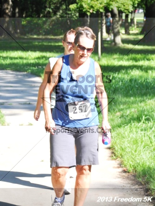 14th Freedom 5K<br><br><br><br><a href='http://www.trisportsevents.com/pics/13_Freedom_5K_051.JPG' download='13_Freedom_5K_051.JPG'>Click here to download.</a><Br><a href='http://www.facebook.com/sharer.php?u=http:%2F%2Fwww.trisportsevents.com%2Fpics%2F13_Freedom_5K_051.JPG&t=14th Freedom 5K' target='_blank'><img src='images/fb_share.png' width='100'></a>