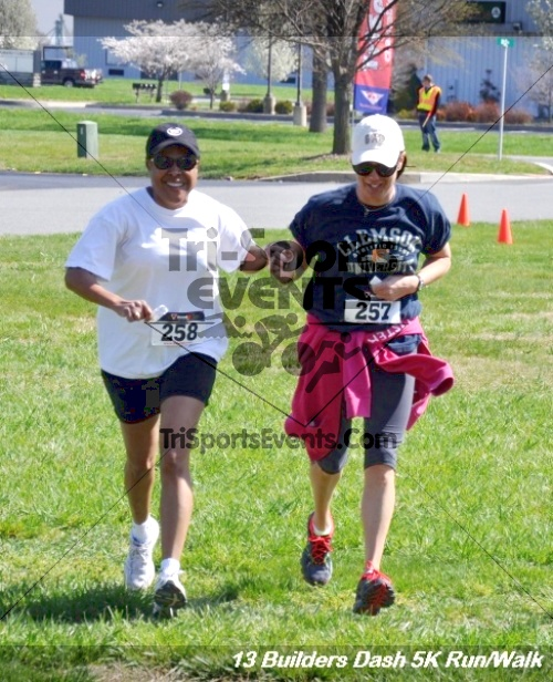 Builder's Dash 5K Run/Walk<br><br><br><br><a href='http://www.trisportsevents.com/pics/13_Habitat_5K_255.JPG' download='13_Habitat_5K_255.JPG'>Click here to download.</a><Br><a href='http://www.facebook.com/sharer.php?u=http:%2F%2Fwww.trisportsevents.com%2Fpics%2F13_Habitat_5K_255.JPG&t=Builder's Dash 5K Run/Walk' target='_blank'><img src='images/fb_share.png' width='100'></a>