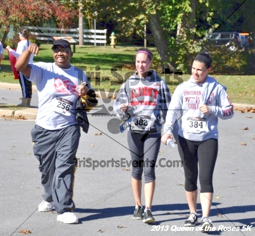 Queen of the Roses 5K<br><br><br><br><a href='http://www.trisportsevents.com/pics/13_Queen_of_the_Roses_5K_163.JPG' download='13_Queen_of_the_Roses_5K_163.JPG'>Click here to download.</a><Br><a href='http://www.facebook.com/sharer.php?u=http:%2F%2Fwww.trisportsevents.com%2Fpics%2F13_Queen_of_the_Roses_5K_163.JPG&t=Queen of the Roses 5K' target='_blank'><img src='images/fb_share.png' width='100'></a>