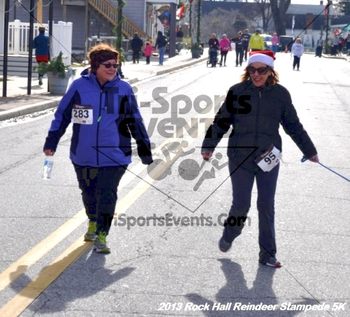Rock Hall Reindeer Stampede 5K<br><br><br><br><a href='http://www.trisportsevents.com/pics/13_Rock_Hall_Stampede_172.JPG' download='13_Rock_Hall_Stampede_172.JPG'>Click here to download.</a><Br><a href='http://www.facebook.com/sharer.php?u=http:%2F%2Fwww.trisportsevents.com%2Fpics%2F13_Rock_Hall_Stampede_172.JPG&t=Rock Hall Reindeer Stampede 5K' target='_blank'><img src='images/fb_share.png' width='100'></a>