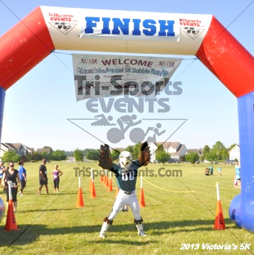 Victoris's 5K Bubble Run/Walk<br><br><br><br><a href='http://www.trisportsevents.com/pics/13_Victoria's_5K_005.JPG' download='13_Victoria's_5K_005.JPG'>Click here to download.</a><Br><a href='http://www.facebook.com/sharer.php?u=http:%2F%2Fwww.trisportsevents.com%2Fpics%2F13_Victoria's_5K_005.JPG&t=Victoris's 5K Bubble Run/Walk' target='_blank'><img src='images/fb_share.png' width='100'></a>