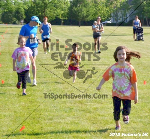 Victoris's 5K Bubble Run/Walk<br><br><br><br><a href='https://www.trisportsevents.com/pics/13_Victoria's_5K_012.JPG' download='13_Victoria's_5K_012.JPG'>Click here to download.</a><Br><a href='http://www.facebook.com/sharer.php?u=http:%2F%2Fwww.trisportsevents.com%2Fpics%2F13_Victoria's_5K_012.JPG&t=Victoris's 5K Bubble Run/Walk' target='_blank'><img src='images/fb_share.png' width='100'></a>