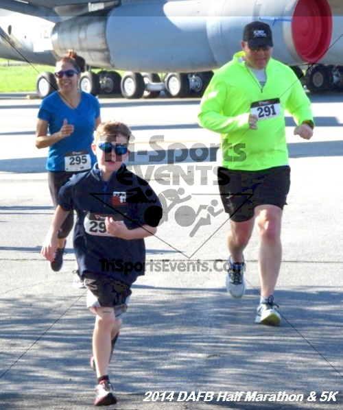 Dover Air Force Base Heritage Half Marathon<br><br><br><br><a href='https://www.trisportsevents.com/pics/14_DAFB_Half_Marathon_&_5K_058.JPG' download='14_DAFB_Half_Marathon_&_5K_058.JPG'>Click here to download.</a><Br><a href='http://www.facebook.com/sharer.php?u=http:%2F%2Fwww.trisportsevents.com%2Fpics%2F14_DAFB_Half_Marathon_&_5K_058.JPG&t=Dover Air Force Base Heritage Half Marathon' target='_blank'><img src='images/fb_share.png' width='100'></a>