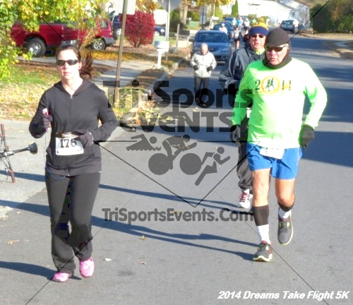 Dreams Take Flight 5K<br><br><br><br><a href='http://www.trisportsevents.com/pics/14_Dreams_Take_Flight_5K_026.JPG' download='14_Dreams_Take_Flight_5K_026.JPG'>Click here to download.</a><Br><a href='http://www.facebook.com/sharer.php?u=http:%2F%2Fwww.trisportsevents.com%2Fpics%2F14_Dreams_Take_Flight_5K_026.JPG&t=Dreams Take Flight 5K' target='_blank'><img src='images/fb_share.png' width='100'></a>
