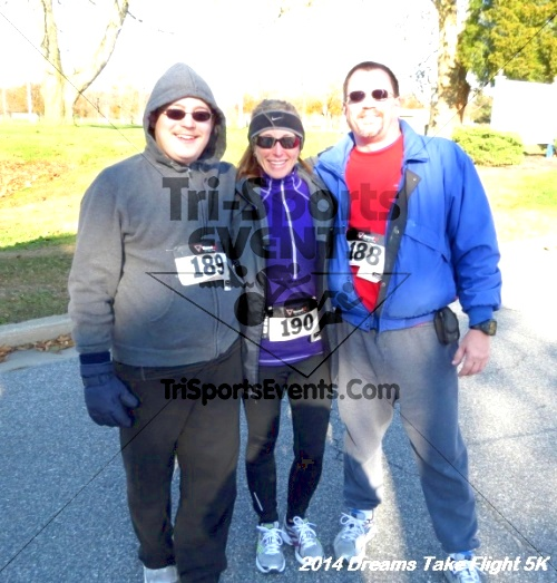Dreams Take Flight 5K<br><br><br><br><a href='http://www.trisportsevents.com/pics/14_Dreams_Take_Flight_5K_095.JPG' download='14_Dreams_Take_Flight_5K_095.JPG'>Click here to download.</a><Br><a href='http://www.facebook.com/sharer.php?u=http:%2F%2Fwww.trisportsevents.com%2Fpics%2F14_Dreams_Take_Flight_5K_095.JPG&t=Dreams Take Flight 5K' target='_blank'><img src='images/fb_share.png' width='100'></a>