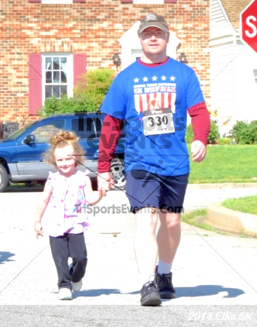 Honor Their Sacrific 5K Run/Walk<br><br><br><br><a href='http://www.trisportsevents.com/pics/14_Elks_5K_102.JPG' download='14_Elks_5K_102.JPG'>Click here to download.</a><Br><a href='http://www.facebook.com/sharer.php?u=http:%2F%2Fwww.trisportsevents.com%2Fpics%2F14_Elks_5K_102.JPG&t=Honor Their Sacrific 5K Run/Walk' target='_blank'><img src='images/fb_share.png' width='100'></a>