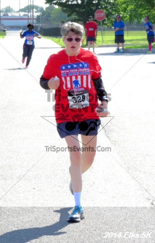 Honor Their Sacrific 5K Run/Walk<br><br><br><br><a href='http://www.trisportsevents.com/pics/14_Elks_5K_176.JPG' download='14_Elks_5K_176.JPG'>Click here to download.</a><Br><a href='http://www.facebook.com/sharer.php?u=http:%2F%2Fwww.trisportsevents.com%2Fpics%2F14_Elks_5K_176.JPG&t=Honor Their Sacrific 5K Run/Walk' target='_blank'><img src='images/fb_share.png' width='100'></a>