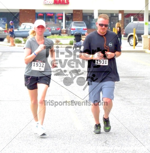 Heroes for Hooters 5K<br><br><br><br><a href='http://www.trisportsevents.com/pics/14_Heroes_for_Hooters_5K_127.JPG' download='14_Heroes_for_Hooters_5K_127.JPG'>Click here to download.</a><Br><a href='http://www.facebook.com/sharer.php?u=http:%2F%2Fwww.trisportsevents.com%2Fpics%2F14_Heroes_for_Hooters_5K_127.JPG&t=Heroes for Hooters 5K' target='_blank'><img src='images/fb_share.png' width='100'></a>