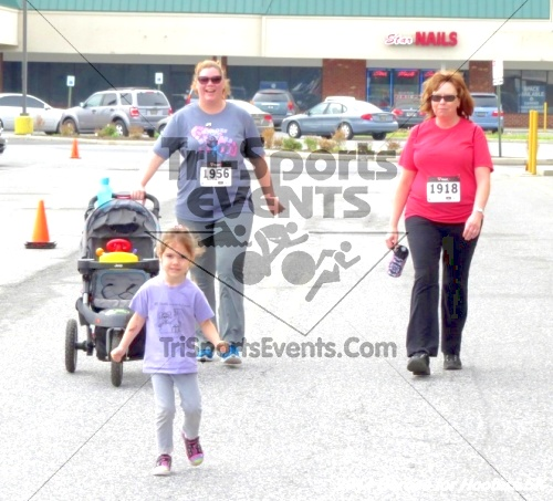 Heroes for Hooters 5K<br><br><br><br><a href='https://www.trisportsevents.com/pics/14_Heroes_for_Hooters_5K_148.JPG' download='14_Heroes_for_Hooters_5K_148.JPG'>Click here to download.</a><Br><a href='http://www.facebook.com/sharer.php?u=http:%2F%2Fwww.trisportsevents.com%2Fpics%2F14_Heroes_for_Hooters_5K_148.JPG&t=Heroes for Hooters 5K' target='_blank'><img src='images/fb_share.png' width='100'></a>