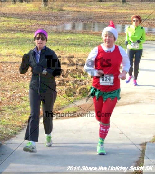 Share the Holiday Spirit 5K Run/Walk<br><br><br><br><a href='http://www.trisportsevents.com/pics/14_Holiday_Spirit_5K_036.JPG' download='14_Holiday_Spirit_5K_036.JPG'>Click here to download.</a><Br><a href='http://www.facebook.com/sharer.php?u=http:%2F%2Fwww.trisportsevents.com%2Fpics%2F14_Holiday_Spirit_5K_036.JPG&t=Share the Holiday Spirit 5K Run/Walk' target='_blank'><img src='images/fb_share.png' width='100'></a>